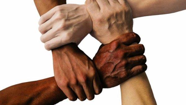 La lutte contre le racisme et les discriminations.