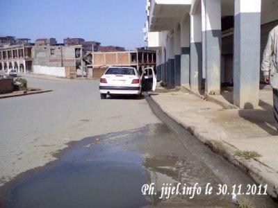 Vidéo reportage: Égout à ciel ouvert dans la ville.