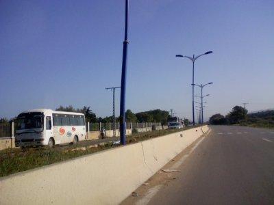 Réparation électrique des lampadaires sur la voie express.