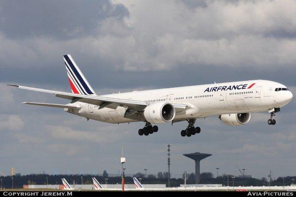 F-GSQJ 32852/510 B777-328/ER Air France