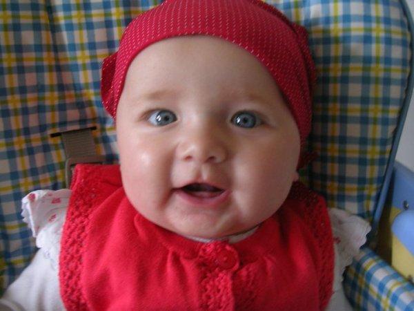 emma ma niece que j'adore qui a 7 mois