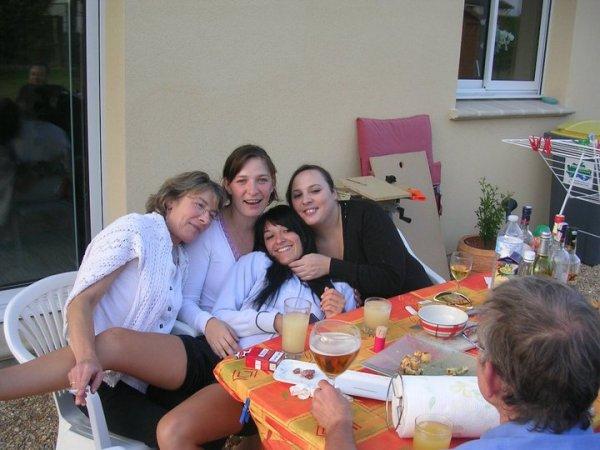 ma mere, ma soeur delphine et jenny et moi