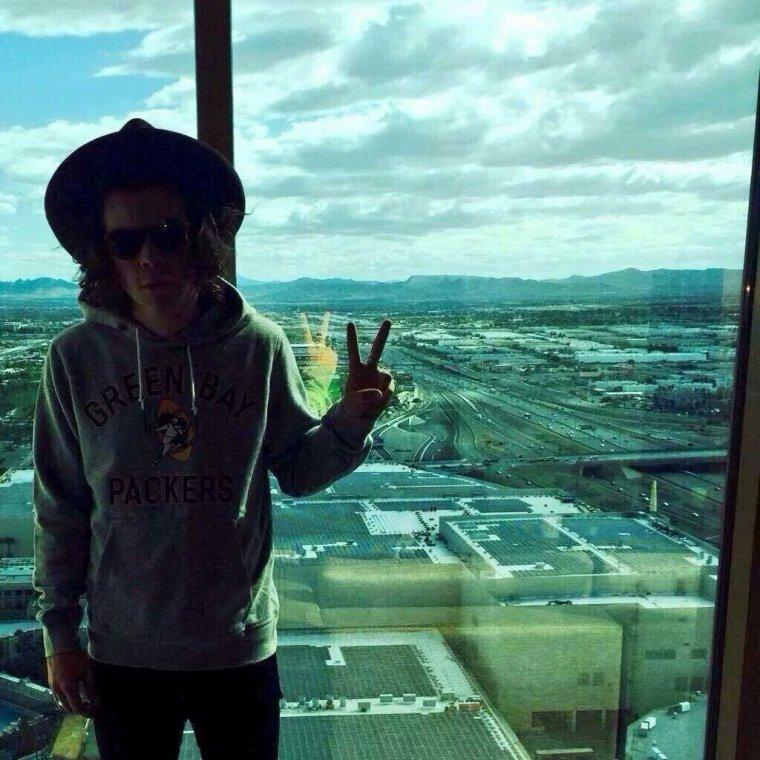 Harry Styles, ou mec qui mange des bananes sur scène