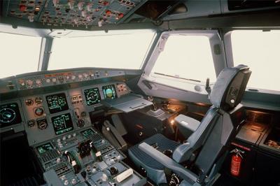 Cockpit a320 pleins d 39 avions et surtout des 747 de for Interieur 747 corsair