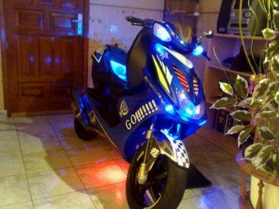 nitro aek tout les phare en bleu ( attention aek les poulet )