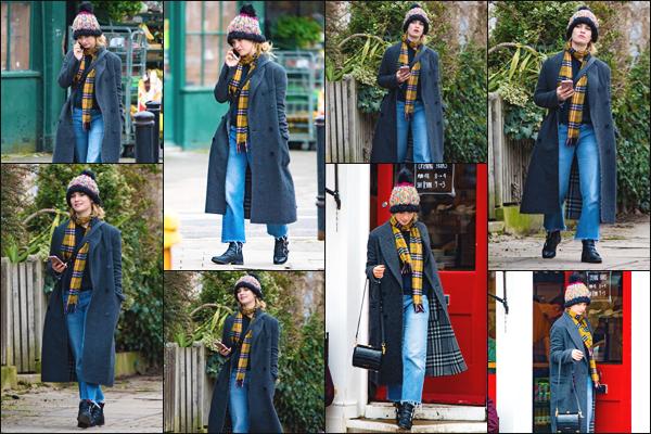 06/03/18 ▬ La jolie Lily James a été aperçue se baladant, puis rendant dans un café qui se situe dans le nord de Londres.