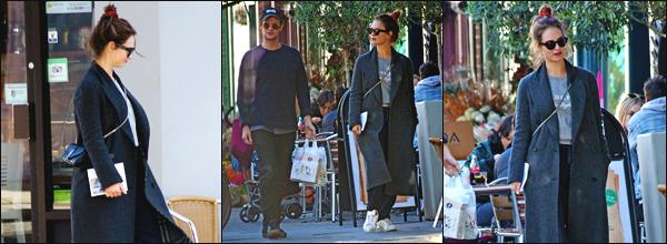 """"""" • 22/10/18 — Lily James a été photographiée alors qu'elle faisait du « shopping » avec Matt Smith à Hampstead, à Londres ! """""""