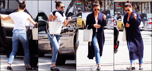 . 05/04/2018 : Notre sublime Lea Michele a été photographiée quittant un spa[/font ] dans les rues de Los Angeles, CA. La miss a donc passé du temps à prendre soin d'elle. J'aime beaucoup la tenue qu'elle porte mais je n'aime pas du tout ses chaussures...   .