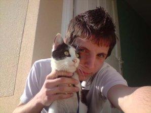 mon chéri et son chat avec un ptit poéme de mon cru!!!