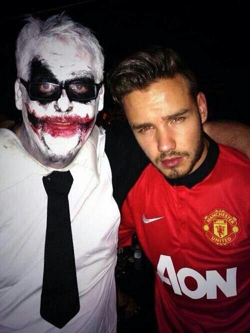 Liam, il fait peur la personne à coter de toi, protège moi... #JournéeLiam