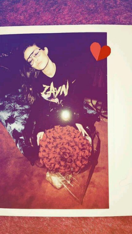 Zayn a offert un bouquet de rose rouge a Gigi, c'est wow *0*