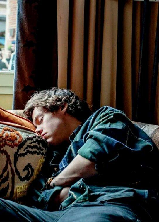 Il est chou quand il dort ! Ça me donne envie de le réveiller !