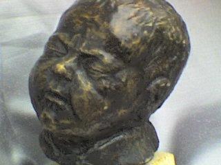 une de mes premières sculptures , le portrait de Maxime , mon fils , il y a 18 ans ...