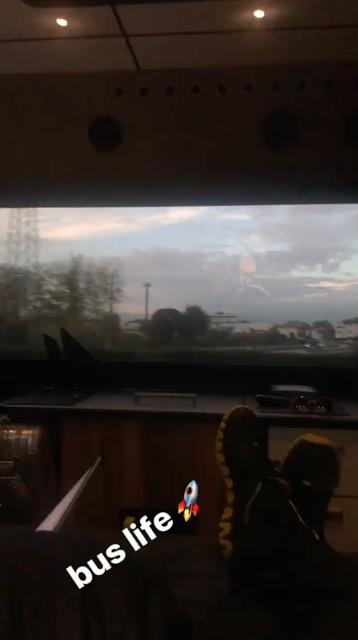 Bill Instagram Story le 08.11.2017 - tourbus toute la journée. 14h de route 🙄