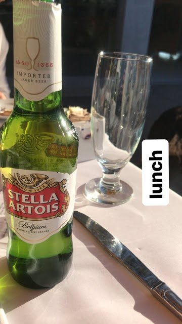 Bill Instagram Story le 22.01.2018 - emballage pour #palmsprings adore💁🏻🤔 lunch🍺