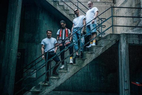 Instagram Dominik Wilzok RETOUR ⛓ ARRIERE shooting un petit lookbook pour @magdeburglosangeles @tokiohotel