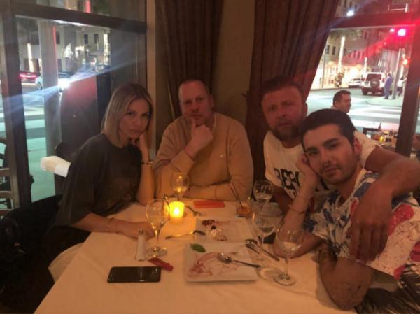 Bill Instagram Story le 04.04.2018 - ET MAINTENANT YOGA 🧘♂️  - APRES LE YOGA 🐇❤️❤️❤️