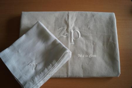 Nappe et serviettes brodées