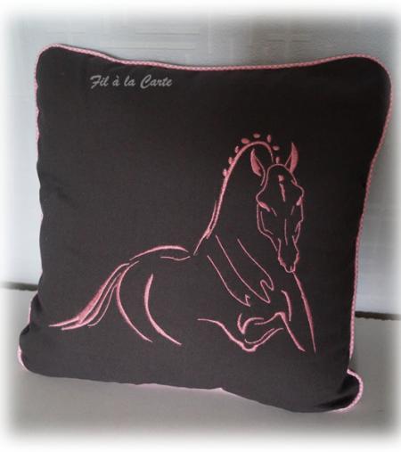 Coussin cheval galop paillettes