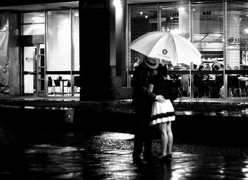Je croirai en l'amour passionnel, le jour où j'arriverai à le ressentir. Je n'y crois pas parce que je n'arrive pas à aimer, même si j'arrive à me faire aimer.