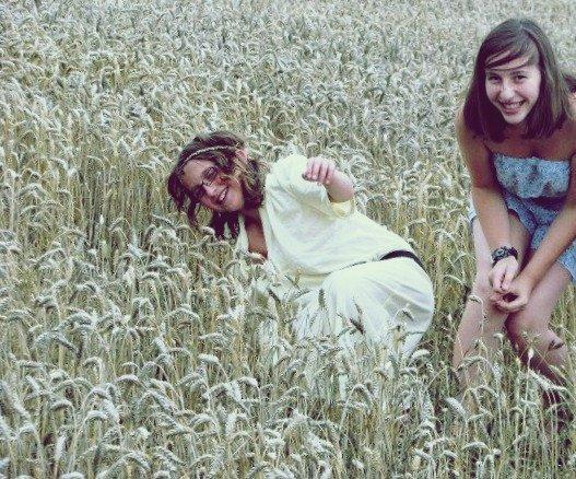 Une cousine, c'est à mi-chemin entre une amie et une soeur.