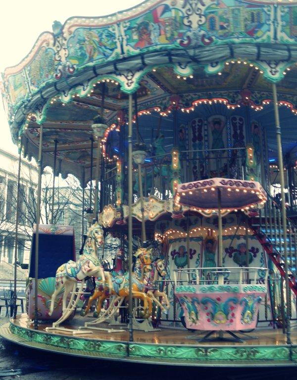 L'enfance trouve son paradis dans l'instant. Elle ne demande pas du bonheur. Elle est le bonheur.