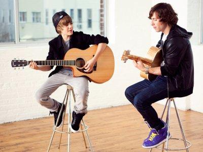 Justin Bieber vire son guitariste... pour de faux !