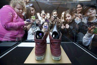 Les souliers de Bieber sont arrivés au musée