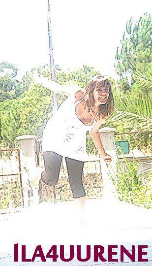 #_N'attends pas que la joie te tombe dessus, bats-toi pour être heureuse. » !