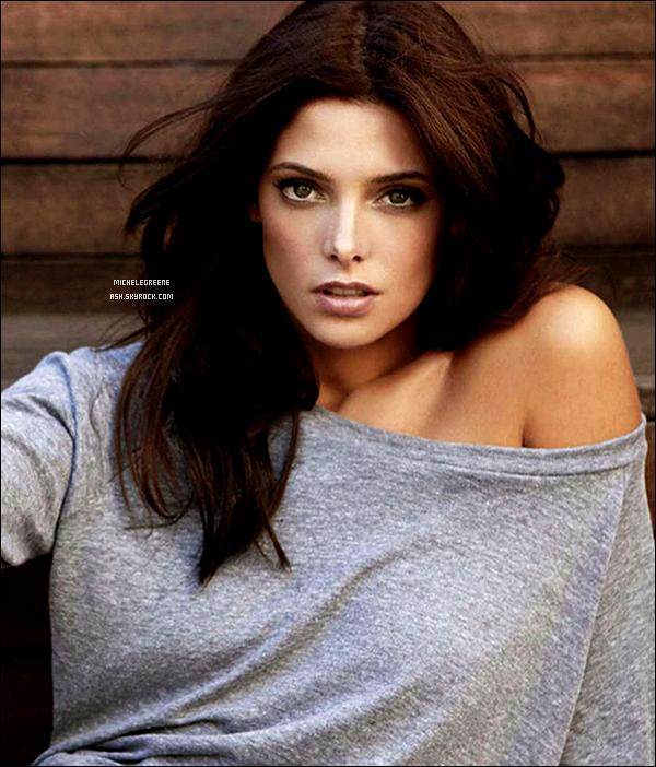 . Ashley G. est apparue dans le numéro de Janvier de Cosmopolitan magazine.  .