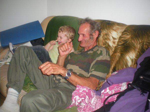 mon neveu et mon pére qui sont mort de rire hihi ;p