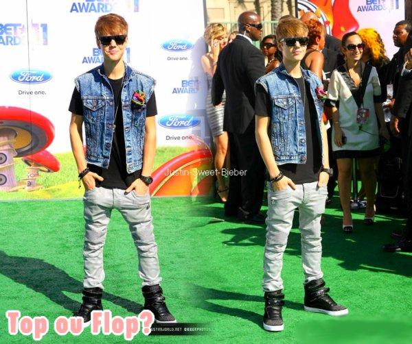 26/06 BET Awards' 11 - Red Green Carpet