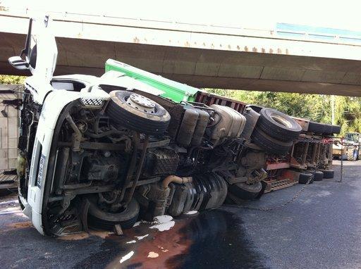 MAIS SA C'EST APRES !!!!!!!!!!!        plus d'infos sur http://www.paris-normandie.fr/article/faits-divers/un-chauffeur-routier-blesse-au-havre
