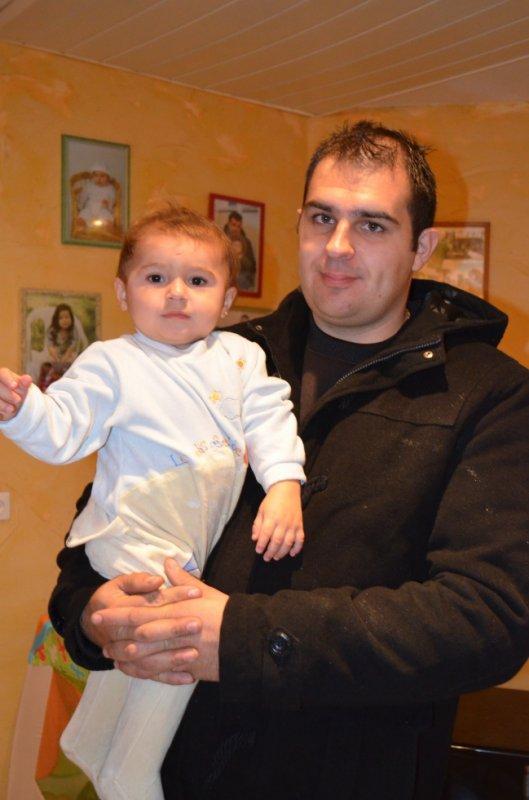 pablo avec son parrain ^^ je les aimes mes petits homme !!