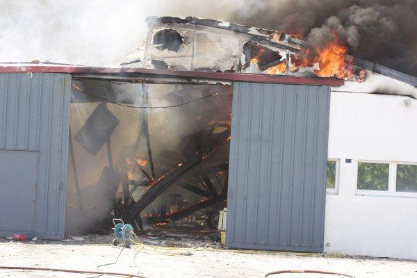 Malheureusement deux jours aprés le garage ou était Maibelline par en fumé