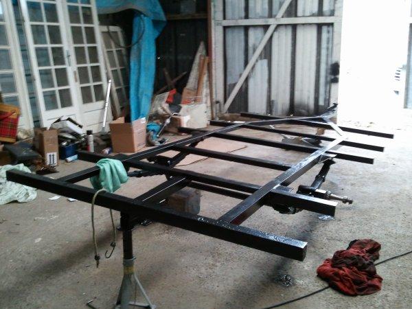 Aprés sablage et metalisation du chassis, mise en peinture à l'Epoxy, et peinture des roues avec de nouveaux pneus