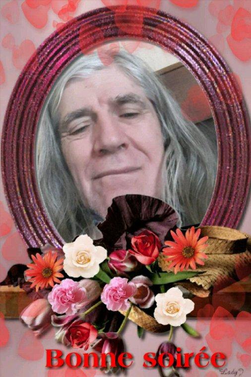 Je vous souhaite  une bonne journée  à tous avec un  beau  bouquet  de fleurs ♡♡♡