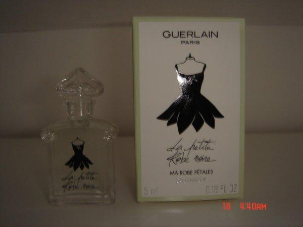 Miniature la petite robe noire petale