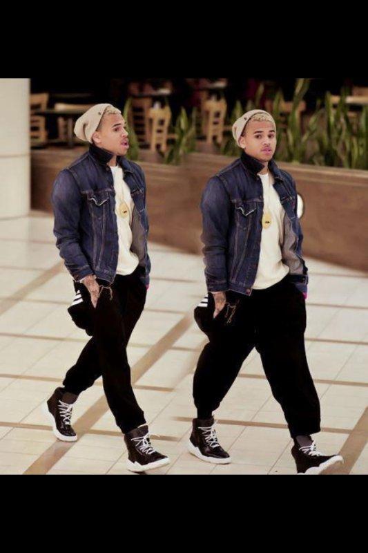 07/08 Chris Brown a confié sur Twitter qu'il avait terminée le montage vidéo de sa chanson en colladoration avec N.Minaj