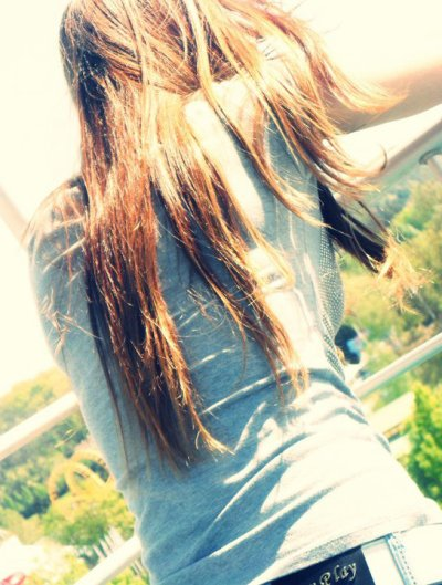 Tu sais que je n'ai jamais pensé à te quitter Tout à commencé Le jour ou je t'ai admirer,Le jour ou je t'ai regardé,Le jour ou je t'ai remarqué Quand tu poussera ton dernier soupir Tu emporteras avec toi mon dernier sourrire Un amour si beau ne doit pas être gacher La vie sans toi...Je n'y pense pas Trop de malheur, trop de tracas Je ne cèsse jamais de te dire que je t'aime, Que je t'adore On dit pleins de choses Mais j'ai confiance en toiJe ne peut plus faire faceJe dois admettre que tu es tout pour moi il faut que tu sache quelque chose je  T' aime,