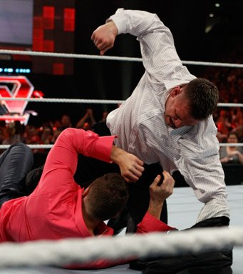Alex Riley se retourne contre the mizz