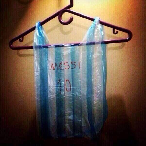 Messi 10 : ces maillots argentins sont offerts sur tous les marchés!