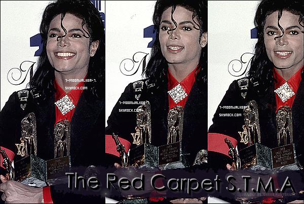 . 12/04/89  : Michael Jackson assiste  à la 3ème cérémonie des « The Soul Train Music Awards » au Shrine Au. à LA. . – Résumé de la cérémonie :  La cérémonie s'est déroulée dans la salle du Shrine Auditorium se situant à Los Angeles. Michael Jackson assiste à cette cérémonie afin obtenir ses plusieurs récompenses. Lors de la cérémonie, ses amis Elizabeth Taylor puis Eddie Murphy lui remettent également une récompense. C'est durant cette cérémonie que son amie Elizabeth Taylor le renomme : Le roi de la pop, du rock & de la soul.©   # Récompenses : Quatre récompenses obtenues durant la cérémonie. 7-moonwalker-7.skyrock.com. Tous Droits Réservés. Que pensez-vous de la cérémonie ? Michael mérite t-il ces récompenses ? Donner vos avis ! .