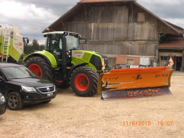 claas axion 820 avec le chasse neige
