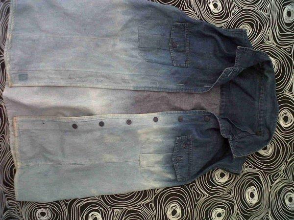 Veste en jean, sans manche tie and dye