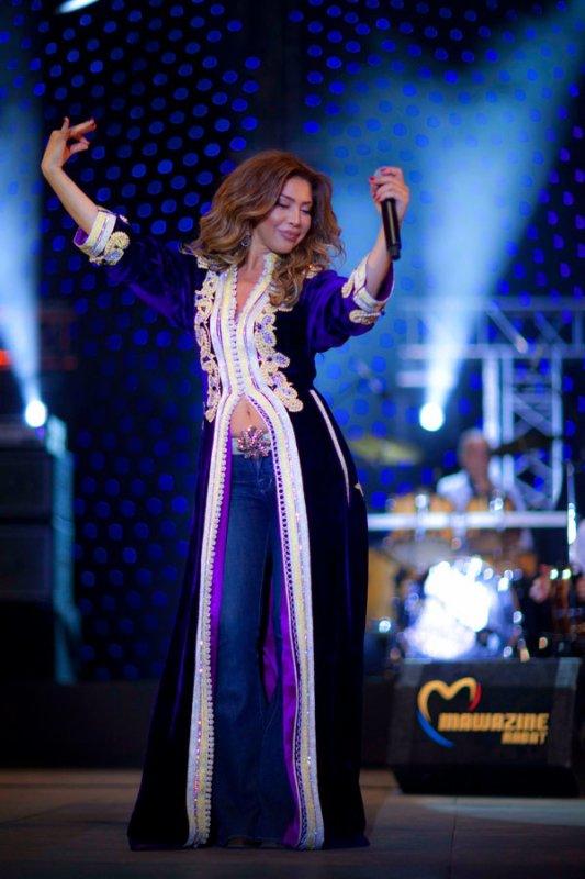 a singer wear kaftan
