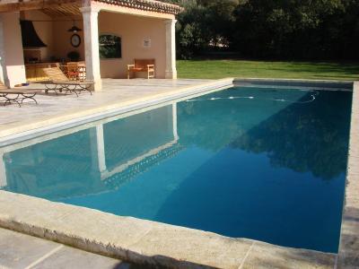 la piscine une bastide en provence. Black Bedroom Furniture Sets. Home Design Ideas