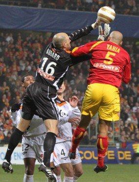 Maillot porté coupe de la ligue Lens-Lorient 2010 Yahia