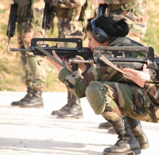 Filles nues dans l'armée