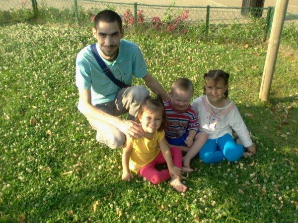 moi avec mé 2 niéce accompagné de dodo o parc ché moi